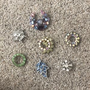7 decorative pins